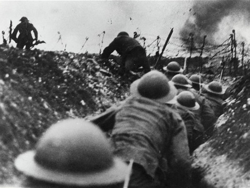 Trench warfare - WWI soldiers go over the top