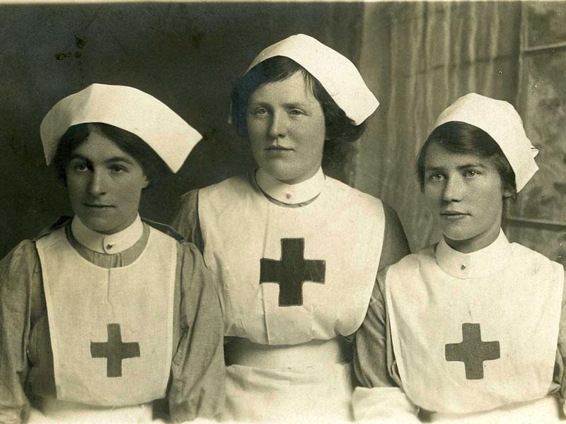 Young WWI nurses in uniform