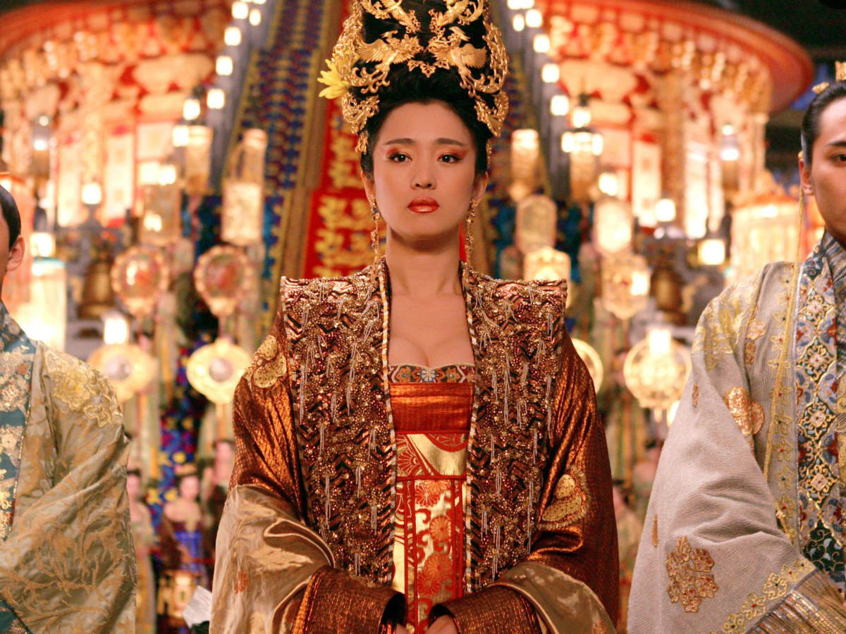 Li Gong: the reason I own five different gold make up products/forever my style icon