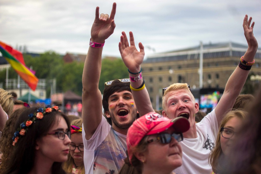 These two guys were having tones of fun being right in the middle of the crowd at the main stage.